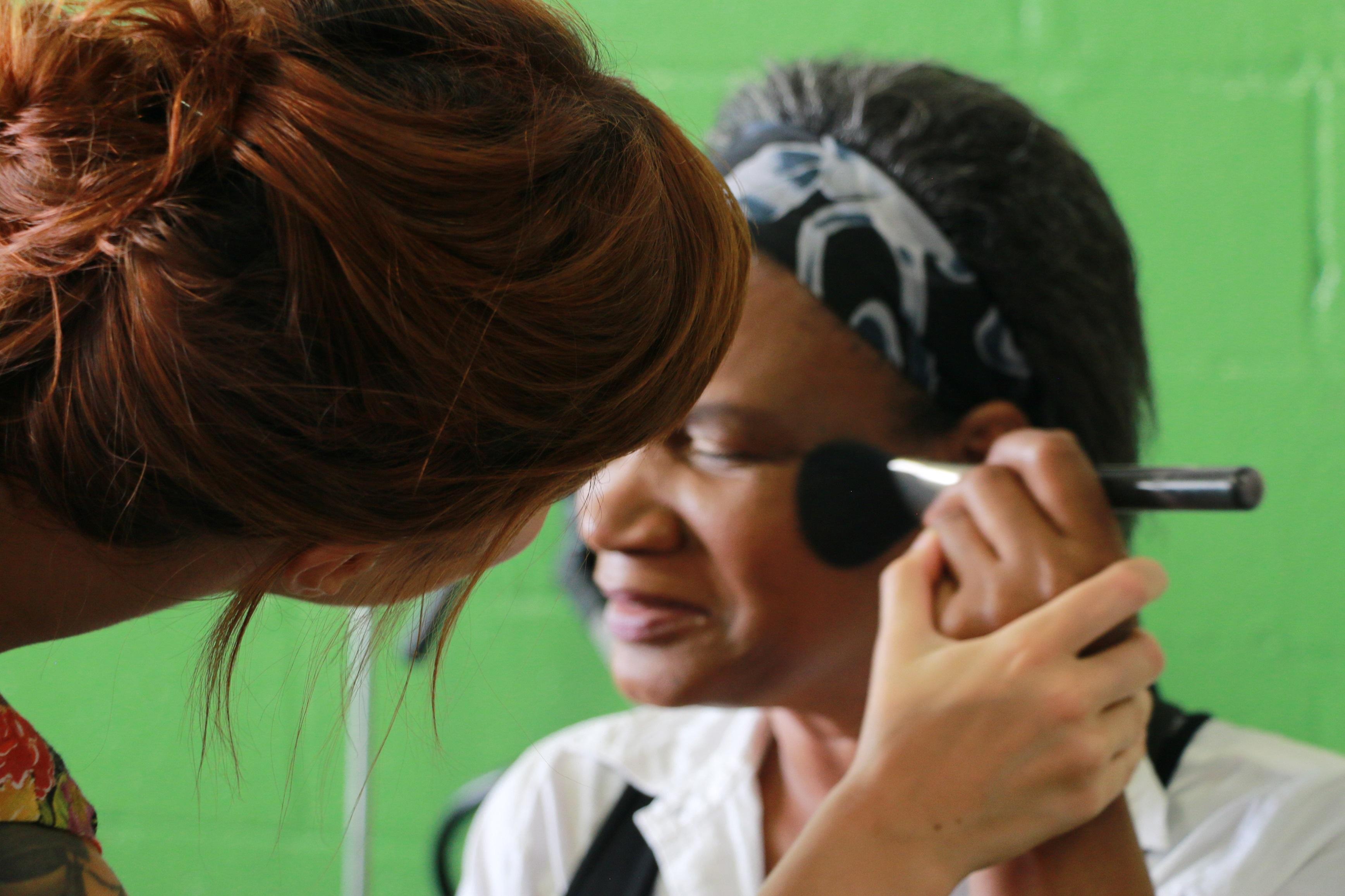 Juliana Rakoza: Maquiagem para deficientes visuais